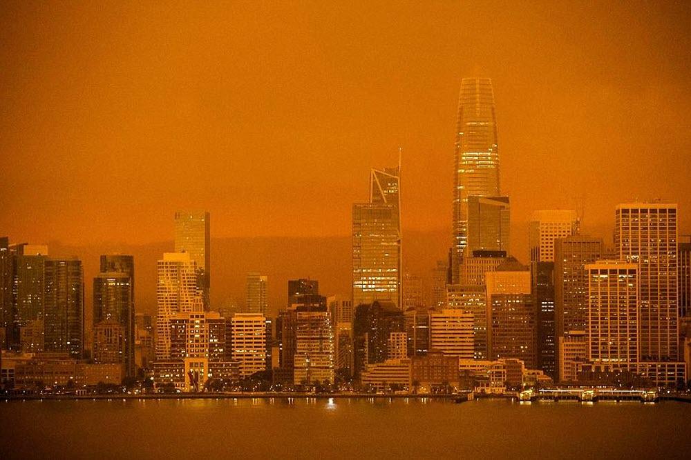 le-melange-de-brouillard-et-de-fumee-donnait-a-la-ville-une-atmosphere-surrealiste-comme-si-le-soleil-ne-s-etait-pas-leve-de-la-journee-photo-brittany-hosea-small-afp-1599748952 Les feux de l'ouest américain.